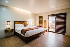 Camera da letto della villa immagini stock