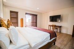 Camera da letto della villa fotografie stock
