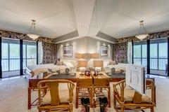 Camera da letto di lusso del condominio di aumento di Florida alta Fotografia Stock