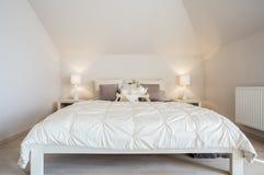 Camera da letto di lusso e accogliente Fotografia Stock