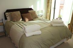 Camera da letto di ospite Immagini Stock