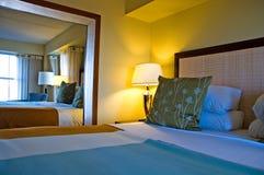 Camera da letto di ospite di lusso Fotografia Stock