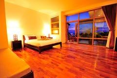Camera da letto di rilassamento dell'hotel di boutique di lusso Fotografie Stock Libere da Diritti