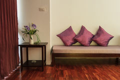 Camera da letto di rilassamento dell'hotel di boutique di lusso Fotografia Stock Libera da Diritti