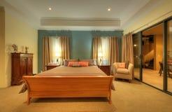 Camera da letto domestica di lusso Immagini Stock Libere da Diritti