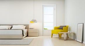 Camera da letto e salone di vista del mare nella casa di spiaggia di lusso, interno moderno della casa di vacanza Fotografie Stock Libere da Diritti