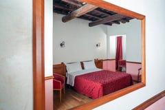 Camera da letto elegante Fotografia Stock Libera da Diritti