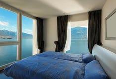 Camera da letto interna e bella Fotografia Stock Libera da Diritti