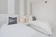 Camera da letto interna moderna Immagini Stock
