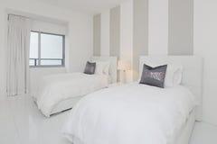 Camera da letto interna moderna Fotografia Stock