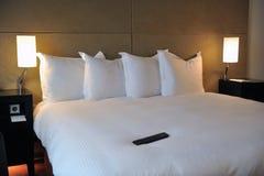 Camera da letto lussuosa dell'hotel Immagini Stock Libere da Diritti