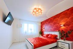 Camera da letto lussuosa in rosso ed in bianco Immagine Stock Libera da Diritti