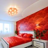 Camera da letto lussuosa in rosso ed in bianco Fotografia Stock Libera da Diritti