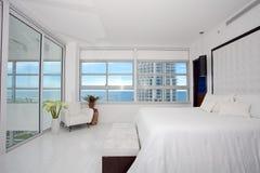Camera da letto matrice del Highrise fotografia stock