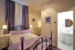 Camera da letto moderna Immagine Stock