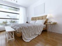 Camera da letto moderna con il pavimento alle finestre del soffitto Fotografie Stock Libere da Diritti