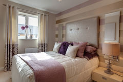 Camera da letto moderna elegante alla moda Fotografie Stock Libere da Diritti