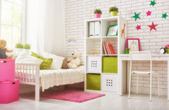 Camera da letto per la ragazza del bambino Immagini Stock