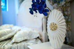 Camera da letto principale domestica accogliente fotografie stock libere da diritti