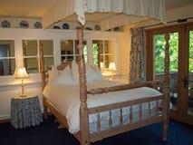 Camera da letto romantica Fotografie Stock Libere da Diritti