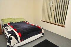 Camera da letto semplice Fotografie Stock Libere da Diritti