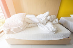 Camera da letto stipata di, camera da letto privata del primo piano, fine sulla vista dell'hotel della camera da letto, camera da Fotografia Stock