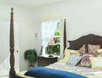Camera da letto Sunlit Immagini Stock