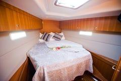 Camera da letto in yacht Immagini Stock