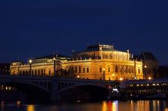 Camera degli artisti sulla notte Prag - nocni Praga del quadrato KAROLINUM di Palach Fotografie Stock