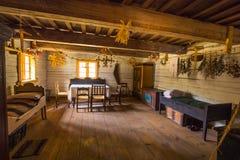 Camera degli ospiti nella vecchia casa dell'azienda agricola Immagini Stock Libere da Diritti