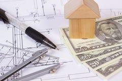 Camera dei blocchi, delle valute dollaro e degli accessori di legno per il disegno, concetto di costruzione della casa Immagini Stock Libere da Diritti