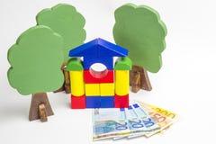 Camera dei blocchi di legno, figure di legno degli alberi, euro soldi immagini stock libere da diritti