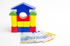 Camera dei blocchi di legno, figure di legno degli alberi, euro soldi, MOD immagine stock libera da diritti