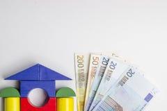 Camera dei blocchi di legno, figure di legno degli alberi, euro soldi, MOD fotografie stock libere da diritti