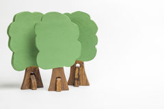 Camera dei blocchi di legno, figure di legno degli alberi, euro soldi, MOD immagini stock libere da diritti