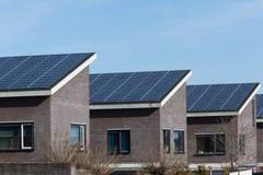 Camera della famiglia con i comitati solari Immagini Stock