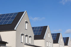 Camera della famiglia con i comitati solari Fotografie Stock