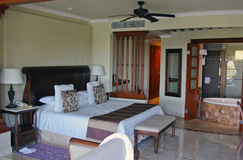 Camera di albergo della località di soggiorno di lusso Immagine Stock Libera da Diritti