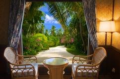 Camera di albergo e paesaggio tropicale Fotografie Stock Libere da Diritti
