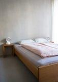 Camera di albergo minimalista moderna Fotografia Stock