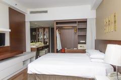 Camera di albergo moderna lussuosa immagine stock libera da diritti