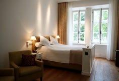 Camera di albergo nella proprietà terriera di Pädaste Fotografie Stock