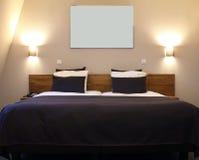 Camera di albergo tipica Fotografia Stock Libera da Diritti