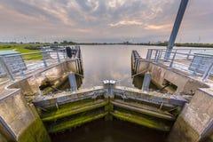 Camera di chiusura in un canale navigabile importante Immagini Stock