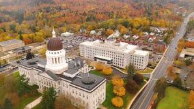 Camera di costruzione Augusta Maine Autumn Season Aerial dello stato del Campidoglio stock footage