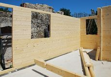 Camera di legno parzialmente costruita Fotografie Stock Libere da Diritti