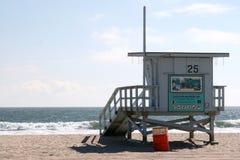 Camera di protezione di vita alla spiaggia della Santa Monica Fotografia Stock