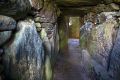 Camera di sepoltura antica di Bryn Celli Ddu- Fotografie Stock Libere da Diritti