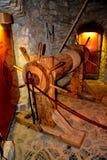 Camera di tortura nel castello di Hunedoara, chiamato castello di Corvin in Transilvania Fotografia Stock