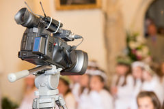 Camera die een kerkgemeenschap registreren stock foto